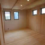 寝室も一階で今は眠れるように、広い空間にしてあり、収納も充実しているので基本一階で生活が全てできるようにしてあります。