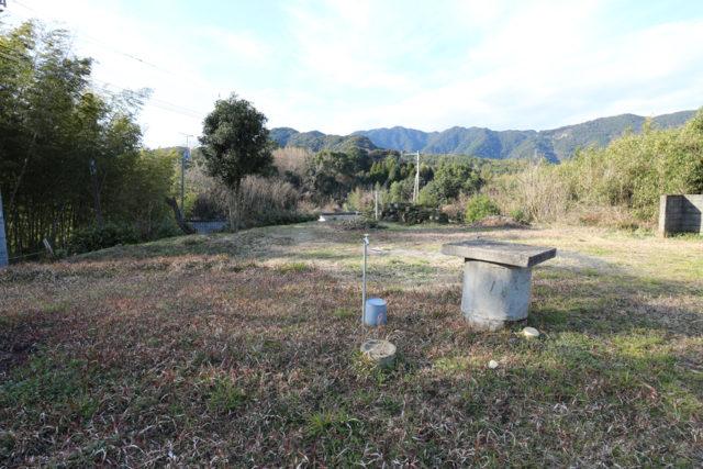ここのお宅は広い敷地に南側に山並みが望める立地に平屋を計画しています。